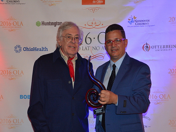 guillermo-arango-ola-latina-award-2016-450-x-600