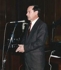 juan-ruiz-de-torres-en-una-conferencia-en-la-biblioteca-nacional-1991-200-x-230