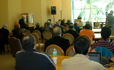 José Triana hablando en el congreso de Teatro Cubano II