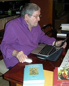 Jose Triana con su ordenador 240 x 300