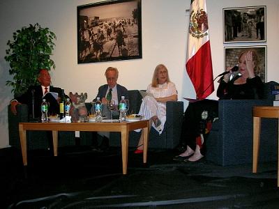 Olga Connor con Maricel Mayor Marsán conferencia ICM-Octavio Paz 300 X 400