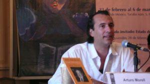 Arturo Morel presentando libro 10 años sin Paz 2