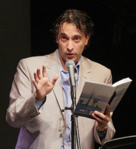 Arturo Morel presentando libro Innominado Amor 800