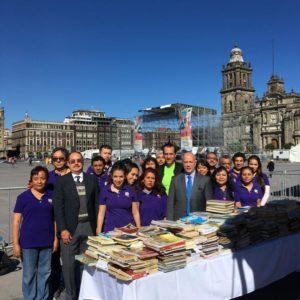 Espiral de libros en el Zócalo (4) - Organizada por arturo Morell