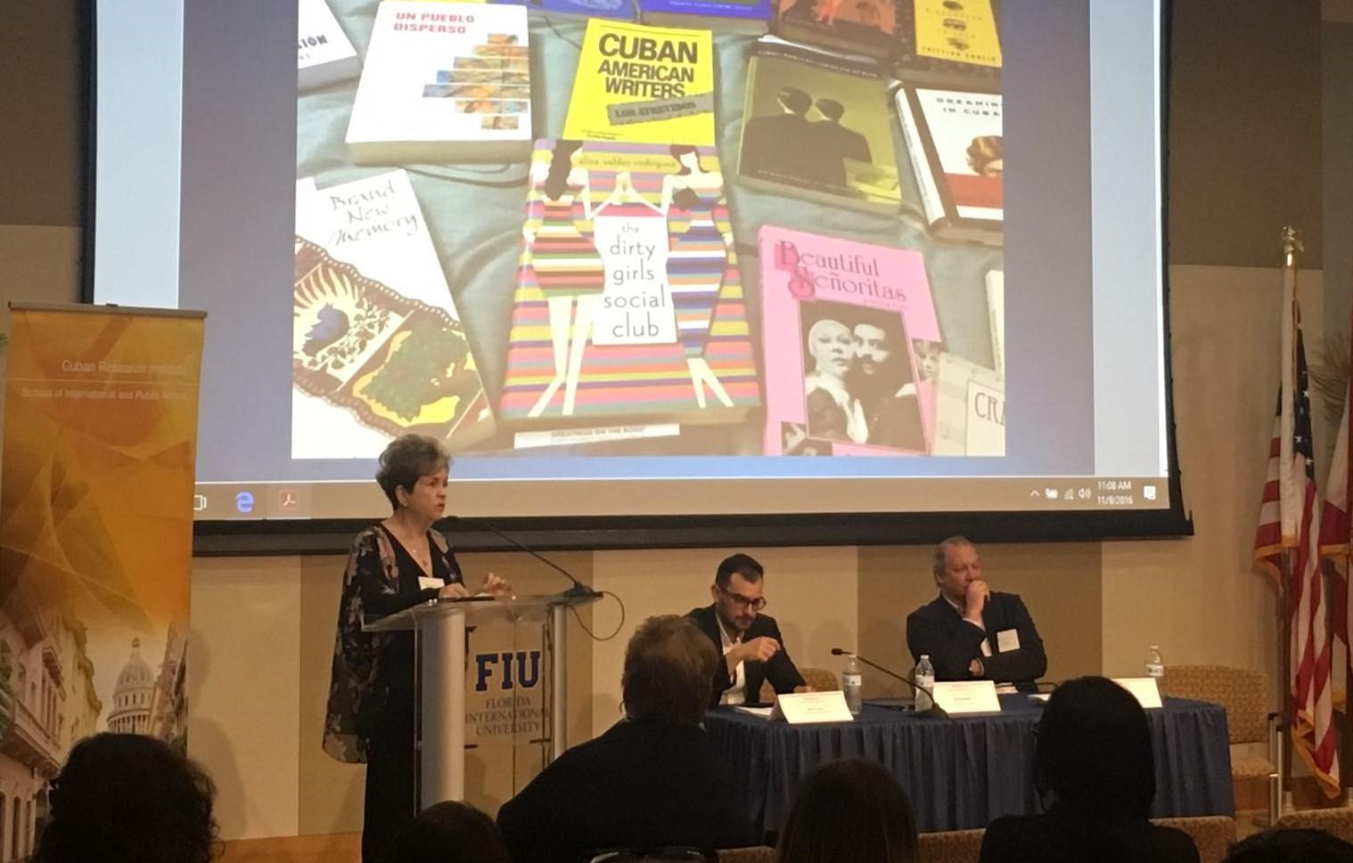 FOTO Dr. Rivero en el Cuban Research Institute (FIU)