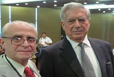 Con Mario Vargas Llosa - Reunión de la ASALE en Panamá 383 X 260