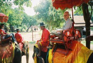 Un paseo en elefante en Ayatuta, Tailandia 600 X 405